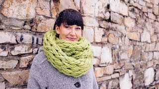 Repeat youtube video Arm Knitting - Infinity Scarf in 30 Minutes