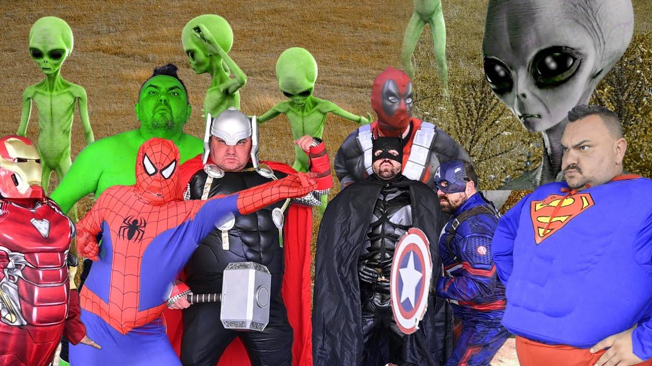 Superheroes Attack Aliens