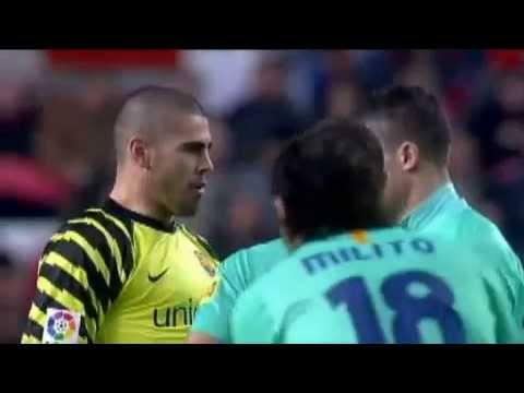 Victor valdes Hablando Ingles ( pass the ball to me )