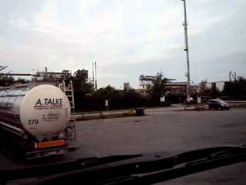 Tankwagen parkeren en wachten op de parking van BP  hamburg