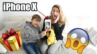 ¡LE REGALAMOS POR SORPRESA UN IPHONE X A MI MAMA! (REACCIÓN)