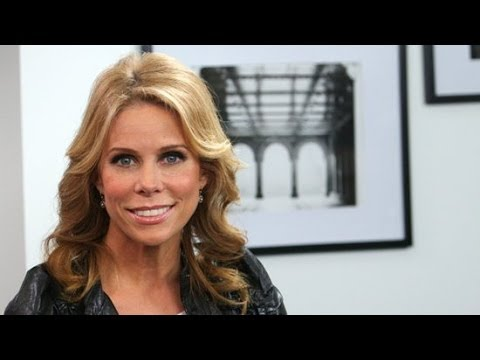 Cheryl Hines Talks Suburgatory and Twitter! | POPSUGAR Interview