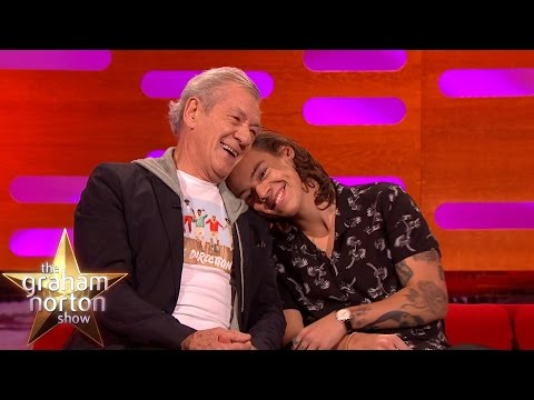 Harry Styles and Ian McKellen Have a Cuddle - The Graham Norton Show