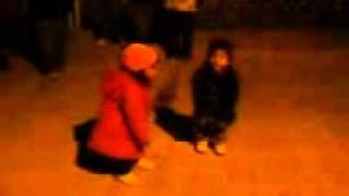 Niña bailando la cumbia en el Ejido Lequeitio.3gp