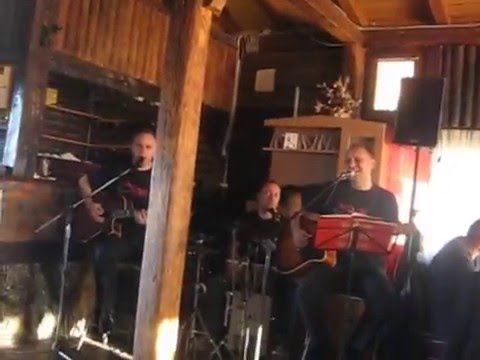 "Akustik Trio : Zeljko Bebek ""Odlazim"" ; Crvena Jabuka ""Vjetar""."