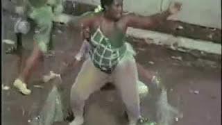 Repeat youtube video BIG ASS -  o bundão da morena no samba