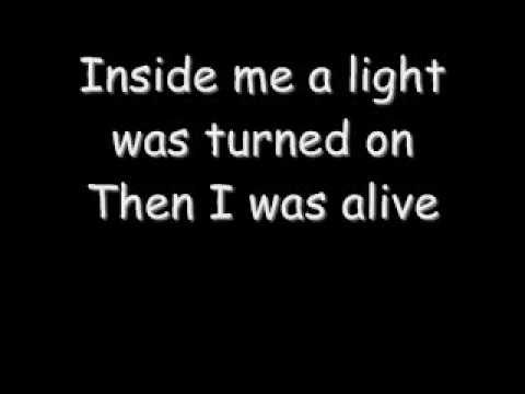 Just Close your eyes - Waterproof Blonde (Lyrics)