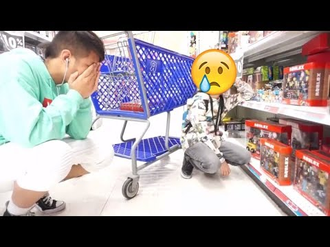 Toys R Us Closing!!! WE'RE ALL DOOMED KIDS!!! VLOG #3 (Roblox Free Codes Giveaway Blue Series)