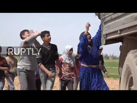 Syria: Russian military deliver humanitarian aid to Manbij IDP camp
