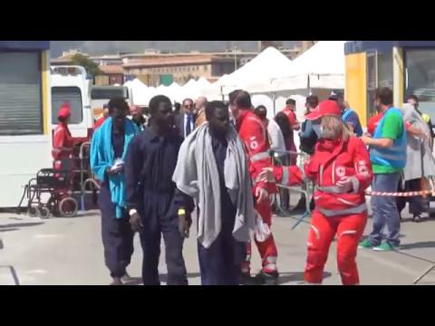 Palermo, nuovo sbarco di migranti, circa 600 di cui 30 donne incinte