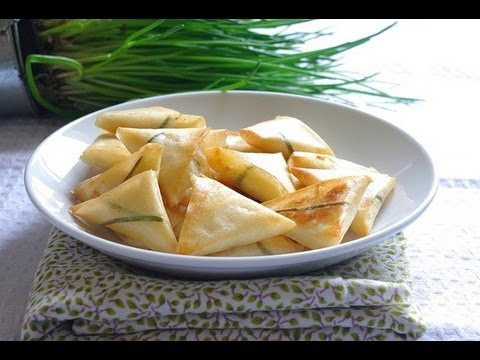 recette-apéritif-:feuilletés-à-la-ricotta-et-ciboulette-appetizer-recipe-:-ricotta-filo-triangles