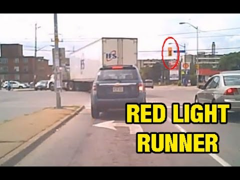 Tractor Trailer Running Red Light 20 Seconds After It Changes (dash Cam)