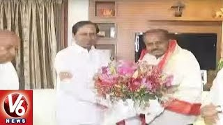 CM KCR Meets JDS Chief KumaraSwamy And Wishes For His Swearing in Ceremony | V6 News