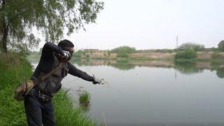 Рыбалка на крупного сазана и карася с рогаткой Slingshot fishing