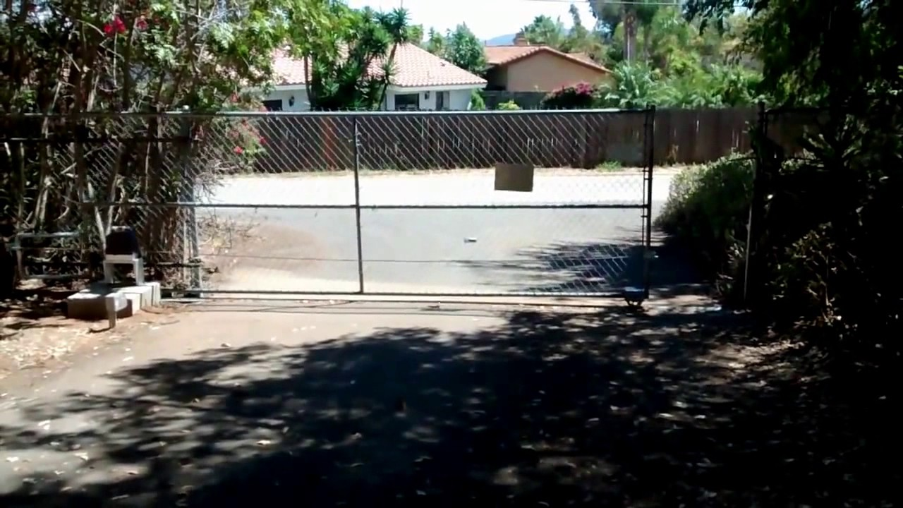 Diy Rolling Fence Gate Homemade Diy Driveway Gate Motor Chain Link Fence