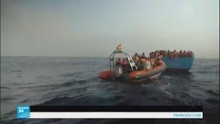 البحرية الإيطالية تنقذ مئات المهاجرين من موت محتمل