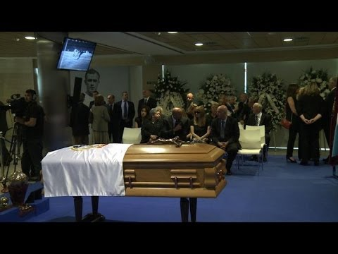 Spaniards mourn Real Madrid hero Di Stefano