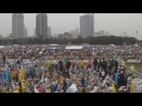 Millions attend mass with Pope Francis in Manila