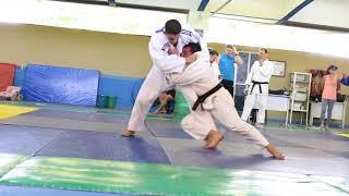 Soltinho De Judo só que não ...