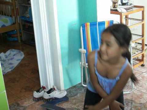 menina de 7 anos  dançando fank