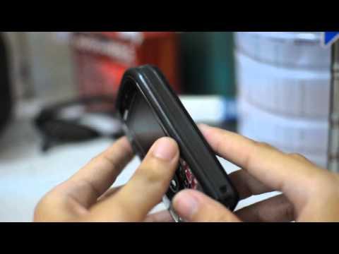 Hand on Nokia 7610