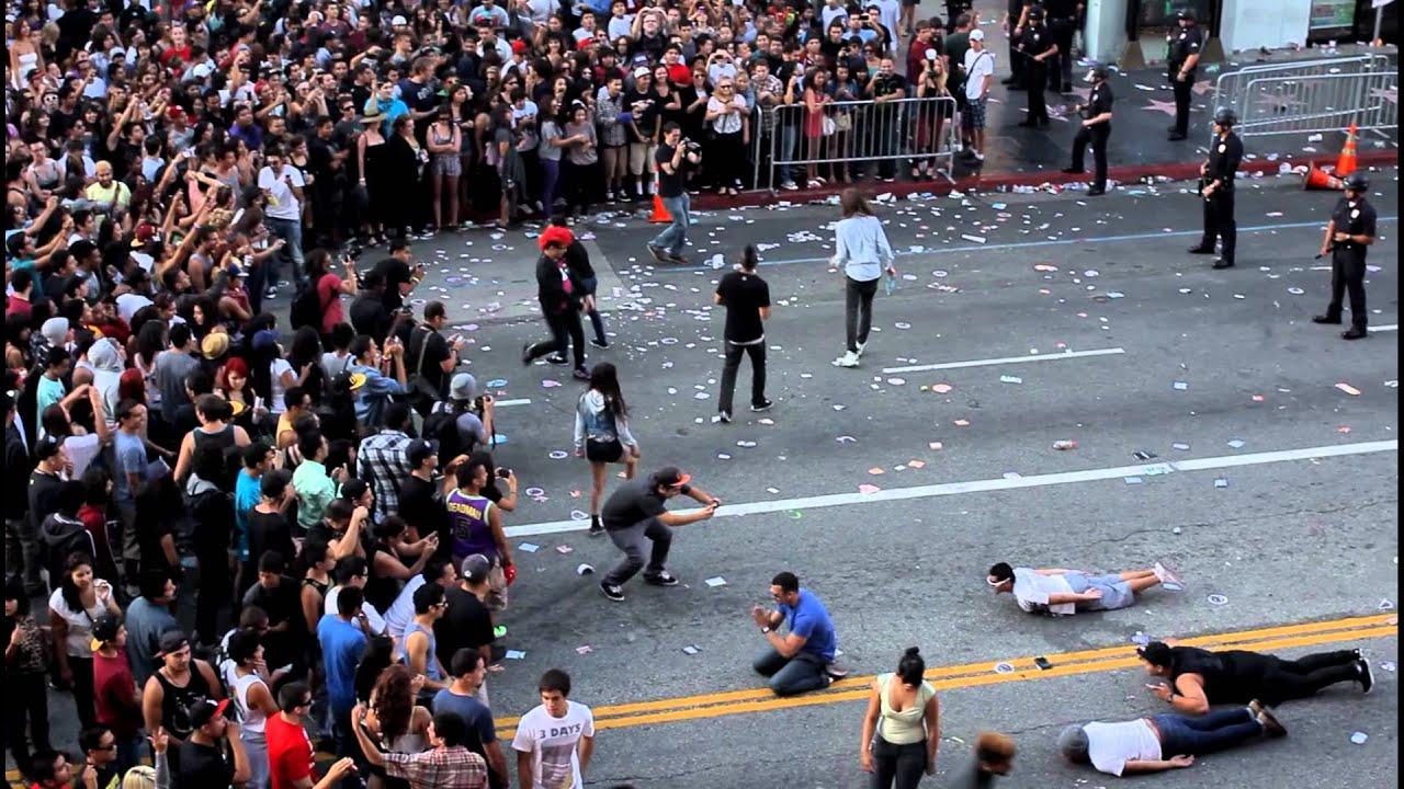 the riots of los angeles Los disturbios de watts fueron una serie de disturbios sociales acontecidos entre los días 11 de agosto de 1965 y 17 de agosto de 1965 en el vecindario de watts, en.