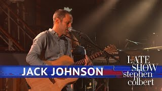 Jack Johnson Performs