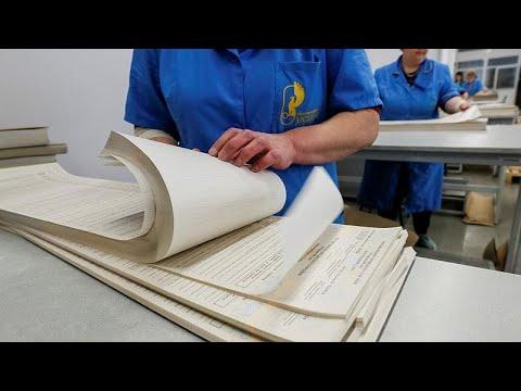 O tamanho importa  Boletim de voto ucraniano tem 80 centímetros