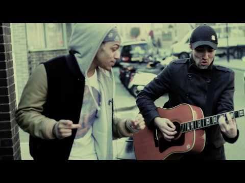 Bluey Robinson - Showgirl (Acoustic Street Session)