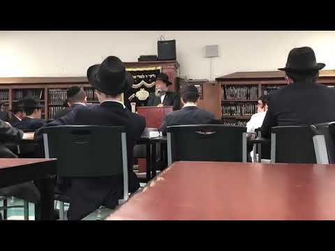 Rabbi Wilhelm speaking at Lubavitch Mesivta of Chicago