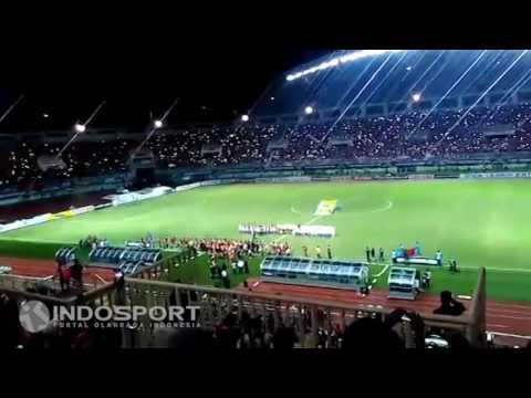 MERINDING!! Begini Suasana Stadion Pakansari Saat Penonton Nyanyikan Indonesia Raya