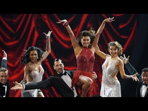 'DWTS': Watch Vanessa Lachey Play Off a Wardrobe Mishap Like a True Champ!
