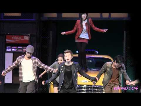 [Fancam]111221 Eunhyuk musical FAME curtain call (with Tiffany)