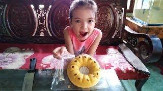 Ăn Bánh Bông Lan Mềm nho khô ngon tuyệt vời cùng Bé Nữ Vlogs