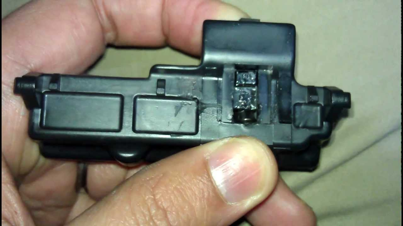 medium resolution of nissan rogue glove box light fuse 33 wiring diagram 2006 nissan versa 2007 nissan versa