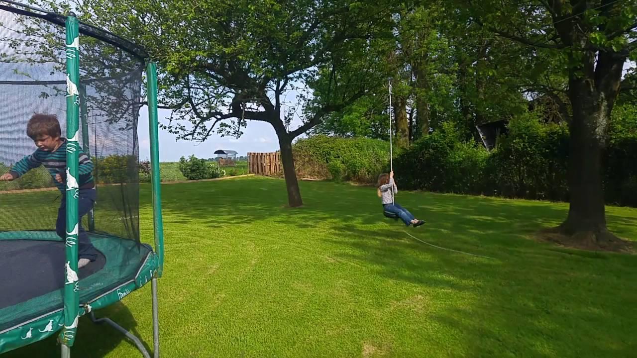 Tyrolienne dans jardin pour enfants youtube - Serrure pour portillon de jardin ...