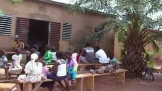 Video Vue du siege de l'ASACO - Association Soleils d'Afrique download MP3, 3GP, MP4, WEBM, AVI, FLV November 2017