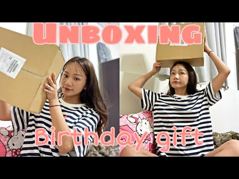 UNBOXING BIRTHDAY GIFT | EXCITED | TIBETAN VLOGGER | TAIWAN