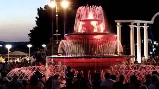 Поющий фонтан Геленджик 2013(В реальности просто завораживающее зрелище! Самое впечатляющее событие во время отдыха в Геленджике в..., 2013-07-29T16:38:34.000Z)