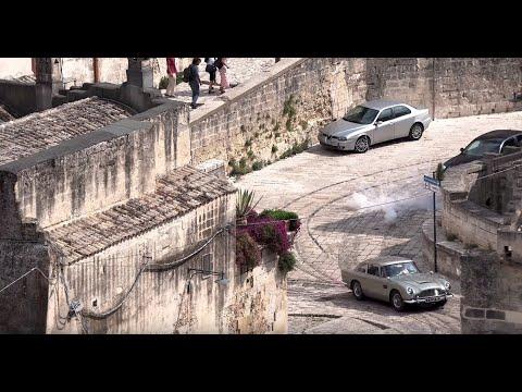 لقطات من تصوير مشهد دراماتيكي لمطاردة سيارة بفيلم بوند الجديد في إيطاليا  - 13:56-2019 / 9 / 11