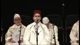 القارئ والمنشد عماد الطويهري في افتتاح الملتقى الأول لسماع البيضاء 2013