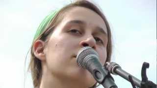 Elen Wendt singt im Mauerpark Berlin
