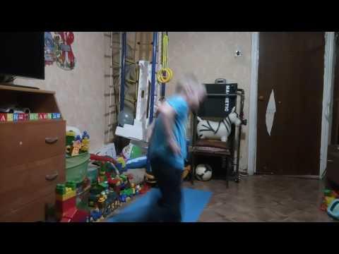 Дима танцует Гангем стайл