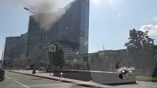 На Новом Арбате вспыхнуло одно из зданий-«книжек»