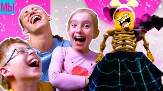 - Самый смешной ПОКАЗ МОД ЧЕЛЛЕНДЖ с Мамой Роблокс мультик видео для детей детский летсплей