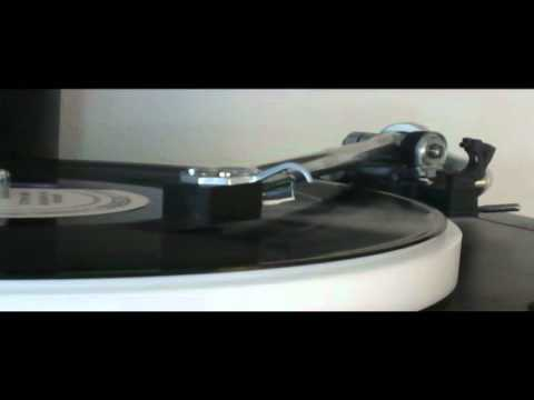 Rega P25 Plays Triangle by Herbie Hancock on Blue Note Records LP