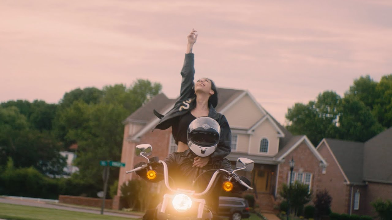 Brooke Alexx - Summer In The Hamptons (feat. Lackhoney) [Official Music Video]
