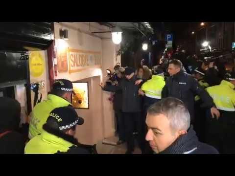 Տեսանյութ. Թբիլիսիում ցուցարարները հավաքվել են  ռեստորանի մոտ և չեն թողել նախագահին դուրս գալ
