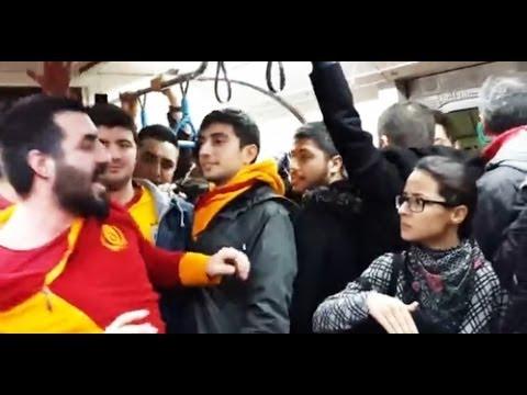 Galatasaraylı bir taraftar metroda küfürlü tezahürat yapınca bayan bir yolcudan tokat yedi. metroda bir Galatasaraylı taraftar küfürlü tezahürat yapınca vago...