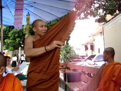 Thai Monk Getting Dressed  | SENstudio.cz